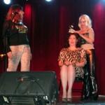 Chantal et Chloe make Dayna go on stage